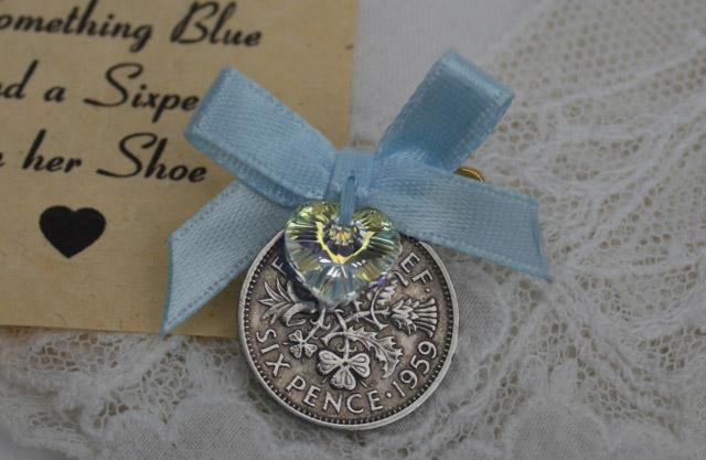 Pin your Sixpence blauw – cadeautje voor de bruid