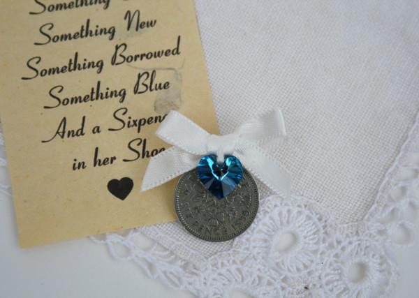 sixpence met swarovski kristal en offwhite lint, geluk cadeautje voor de bruid