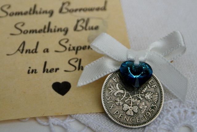 Pin your sixpence offwhite met something blue