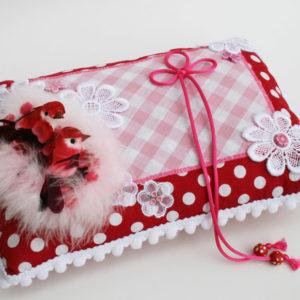 ringkussen huwelijk roze rood met vogeltjes
