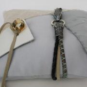game of thrones geinspireerd ringkussen Winter is Coming, leer, taft, stoer, koele kleuren, apart