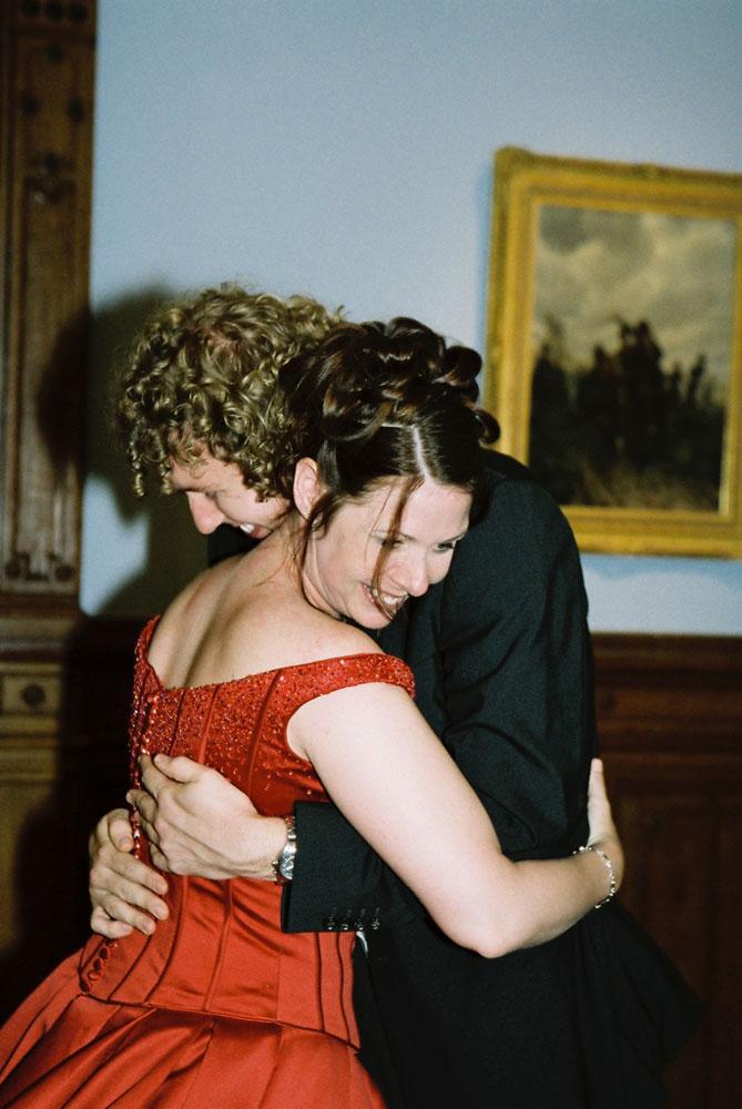 Bruiloft jawoord rode trouwjurk bijzonder huwelijk