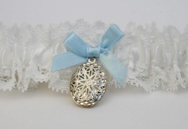 kousenband voor de bruid met medaillon en something blue