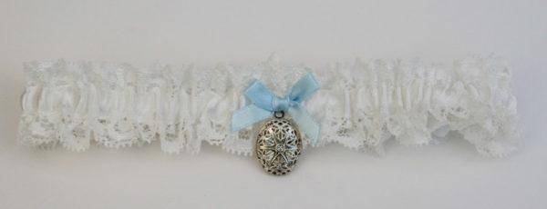 kousenband voor de bruid met filigraan medaillon verzilverd