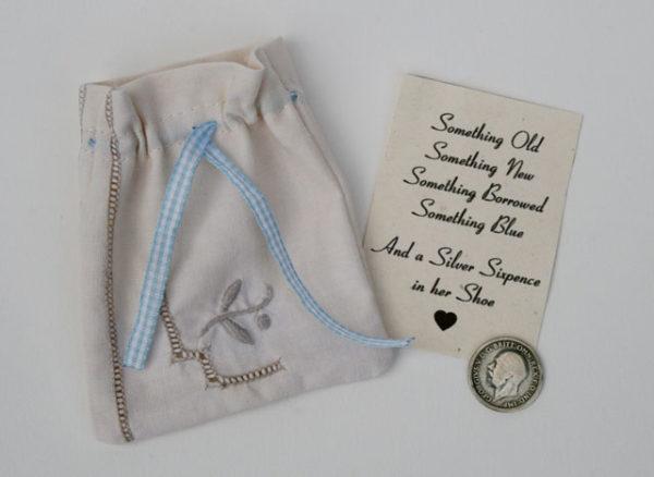 silver sixpence geluksmuntje voor de bruid