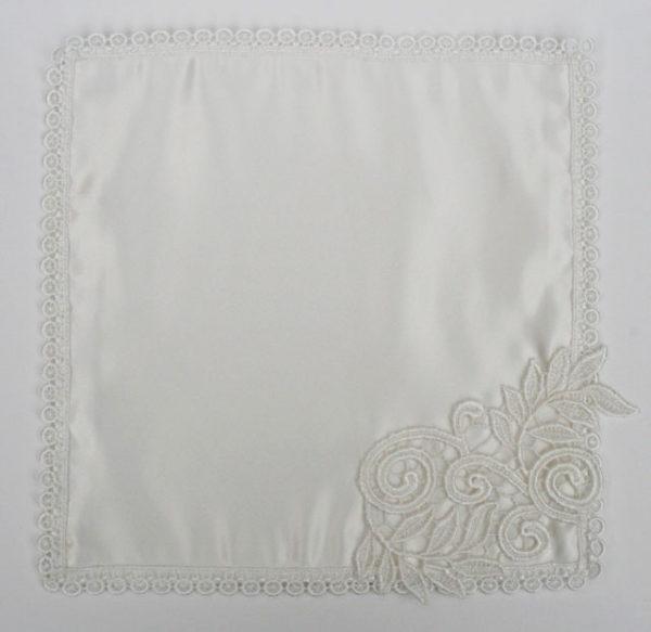 offwhite zakdoek van zijde voor de bruid