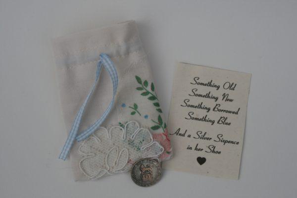 zilveren sixpence voor bruiloft