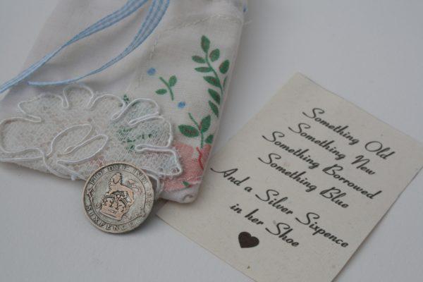 zilveren geluksmunt voor de bruid