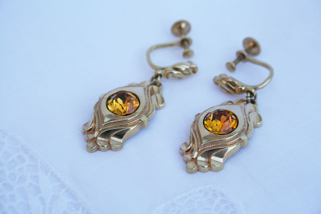 goudkleurige vintage oorbellen voor de vintage bruid