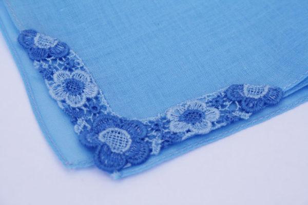 blauw bruidszakdoekje, something old en something blue voor de bruid