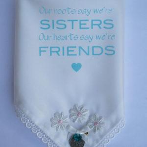 zakdoekje met sixpence, bruidszakdoekje met geluksmuntje voor je zus die gaat trouwen