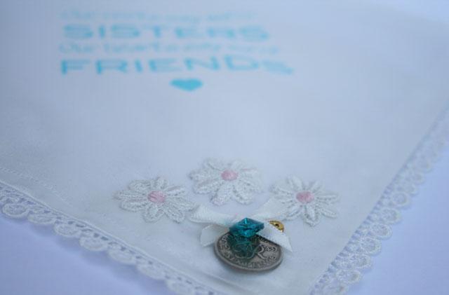 Zakdoekje met sixpence – cadeau voor je zus die gaat trouwen