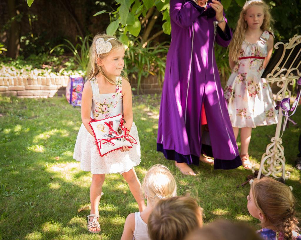bruiloft trouwen kids kinderen ringkussen sieraad