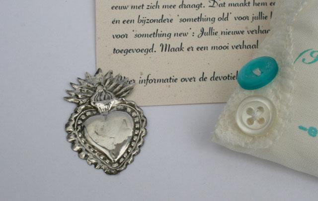 Bijzondere something old voor een bruiloft – devotiehartjes van sterling zilver