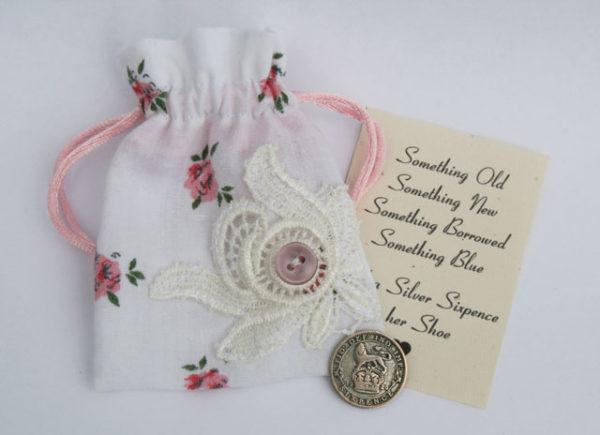 silver sixpence in her shoe, geluksmunt voor de bruid