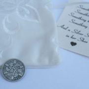 zilveren sixpence 1932, and a silver sixpence in her shoe, geluksmuntje voor de bruid