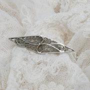 Filigrain broche, gemerkt, something old voor de bruid