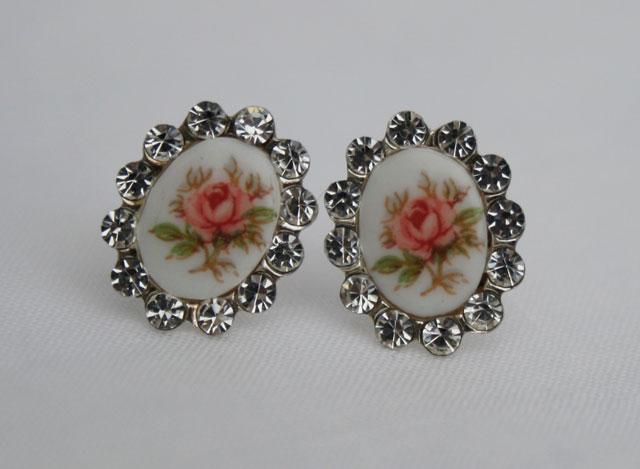 zilveren porseleinen oorbellen voor de vintage bruid, of de bruid die houd van romantisch en subtiel