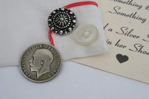 silver sixpence voor de bruid, geluksmuntje uit 1922, cadeau voor de bruid
