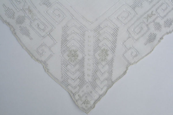 Vintage bruidszakdoek, geborduurd en in zeer goed staat