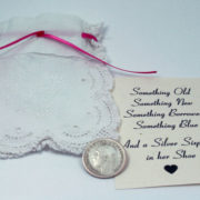 and a silver sixpence in her shoe, zilveren sixpence voor de bruid