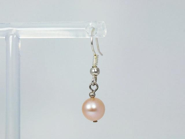 Zalmroze parel oorbellen voor de vintage bruid