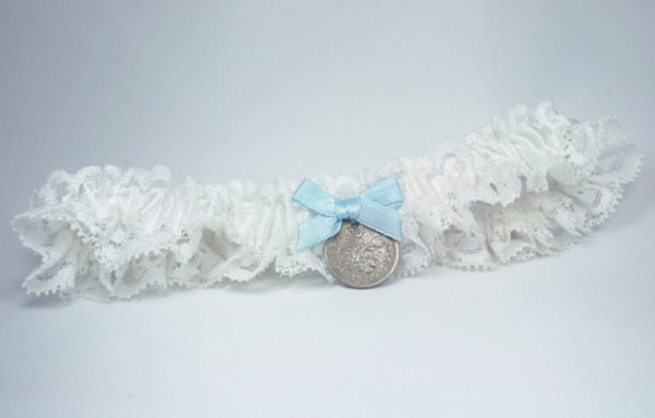 something blue voor de bruid, kousenband met sixpence, offwhite, grote maat, bruid