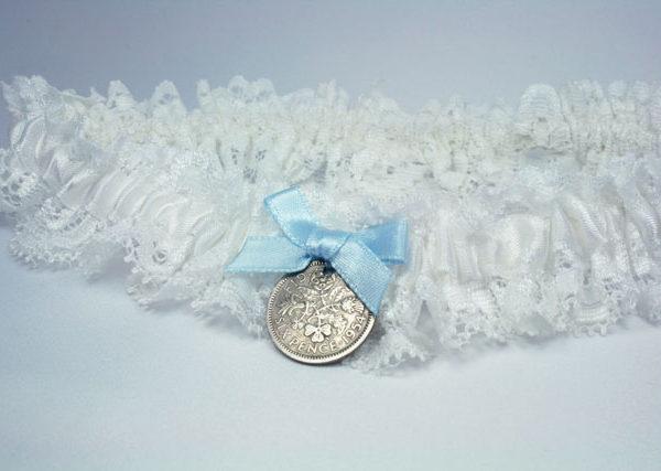 kousenband met sixpence, cadeau voor de bruid