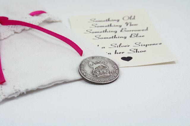 silver sixpence uit 1924, geluksmuntje voor de bruid