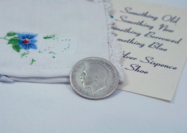 silver sixpence, zilveren sixpence voor de bruid, and a silver sixpence in her shoe