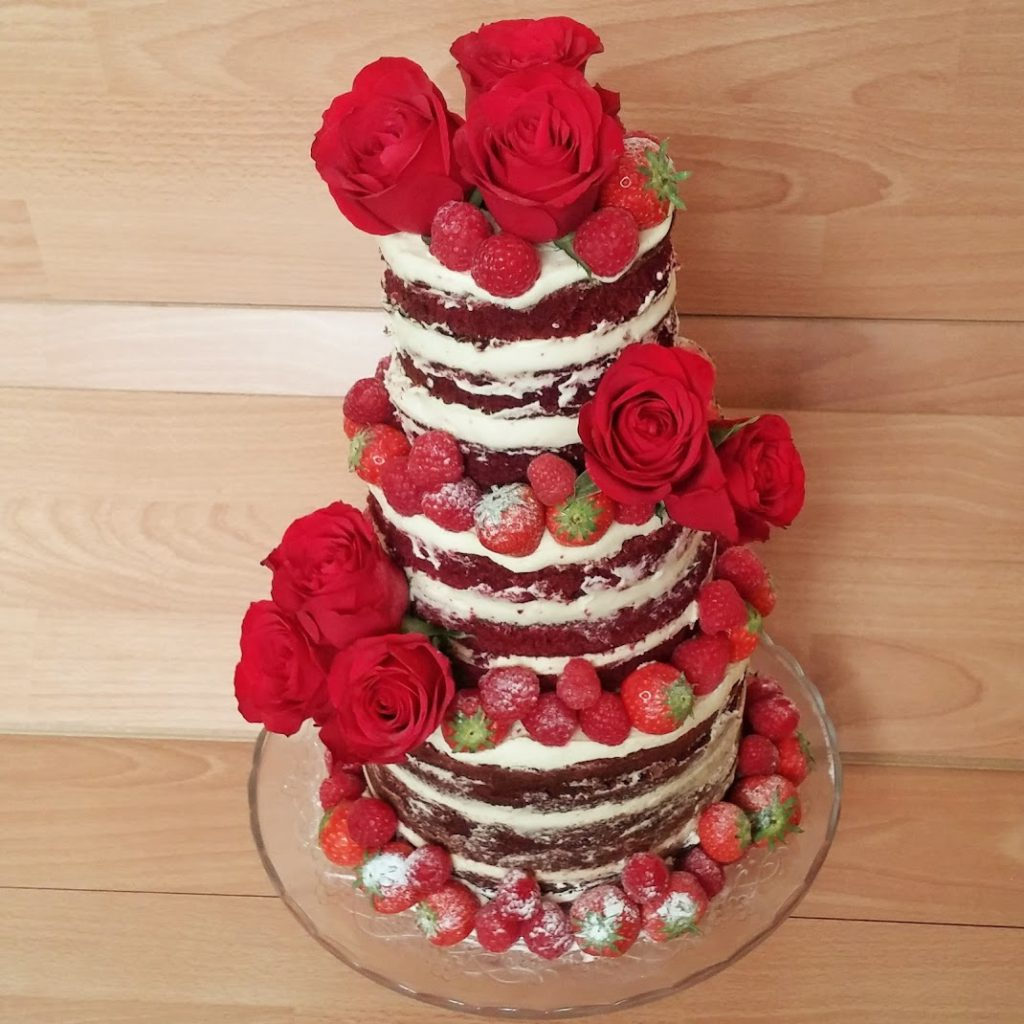 3 lagen taart met rode vruchten