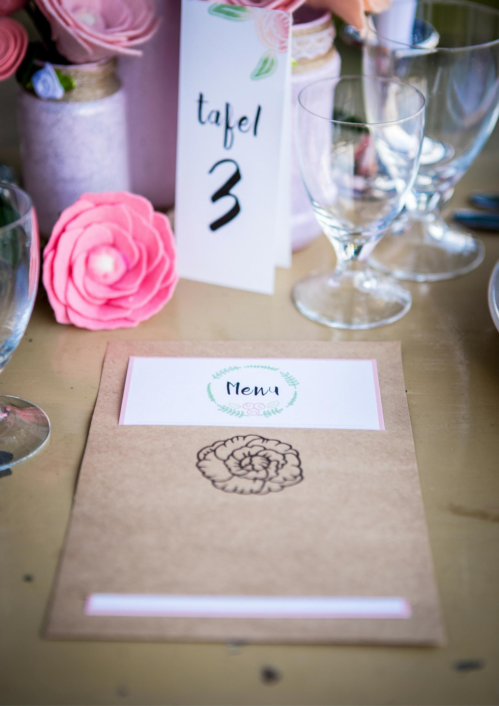 Table4You-SfeervolleTafelsmetPersoonjlijkeTouch-Trouwen-Romantisch-Industrie-Tafelnummer-Menu