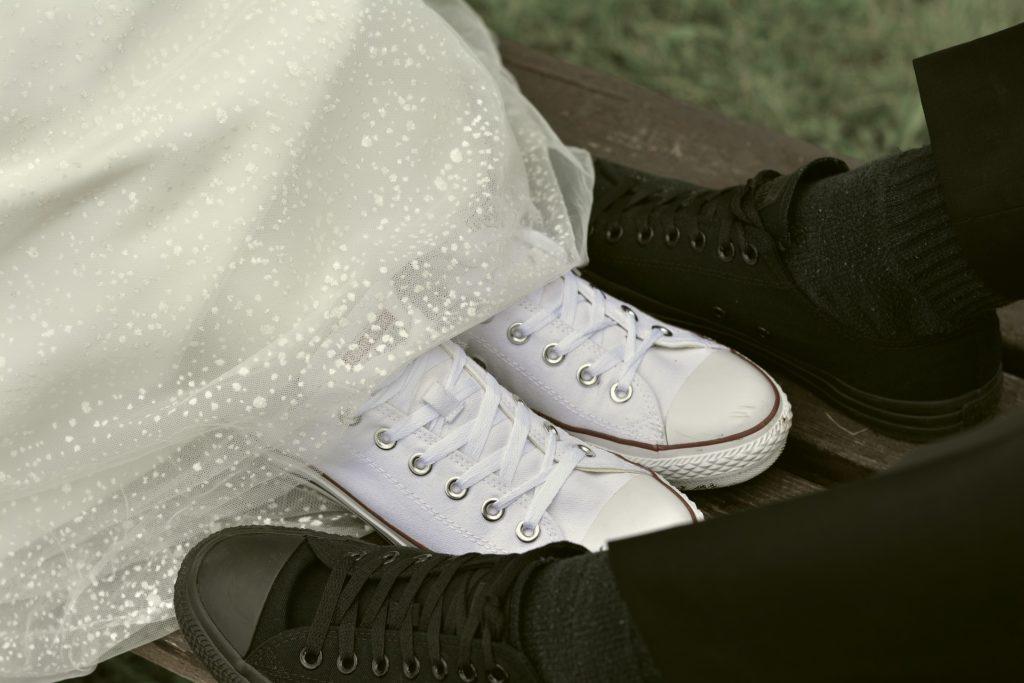 sneakers onder je trouwjurk. ideeën voor something old