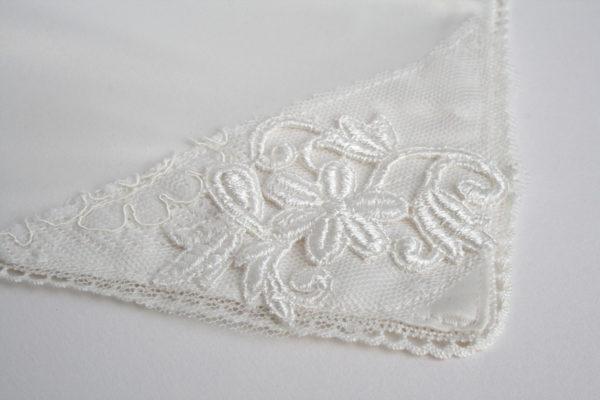 offwhite bruidszakdoekje, handgemaakt en one-of-a-kind