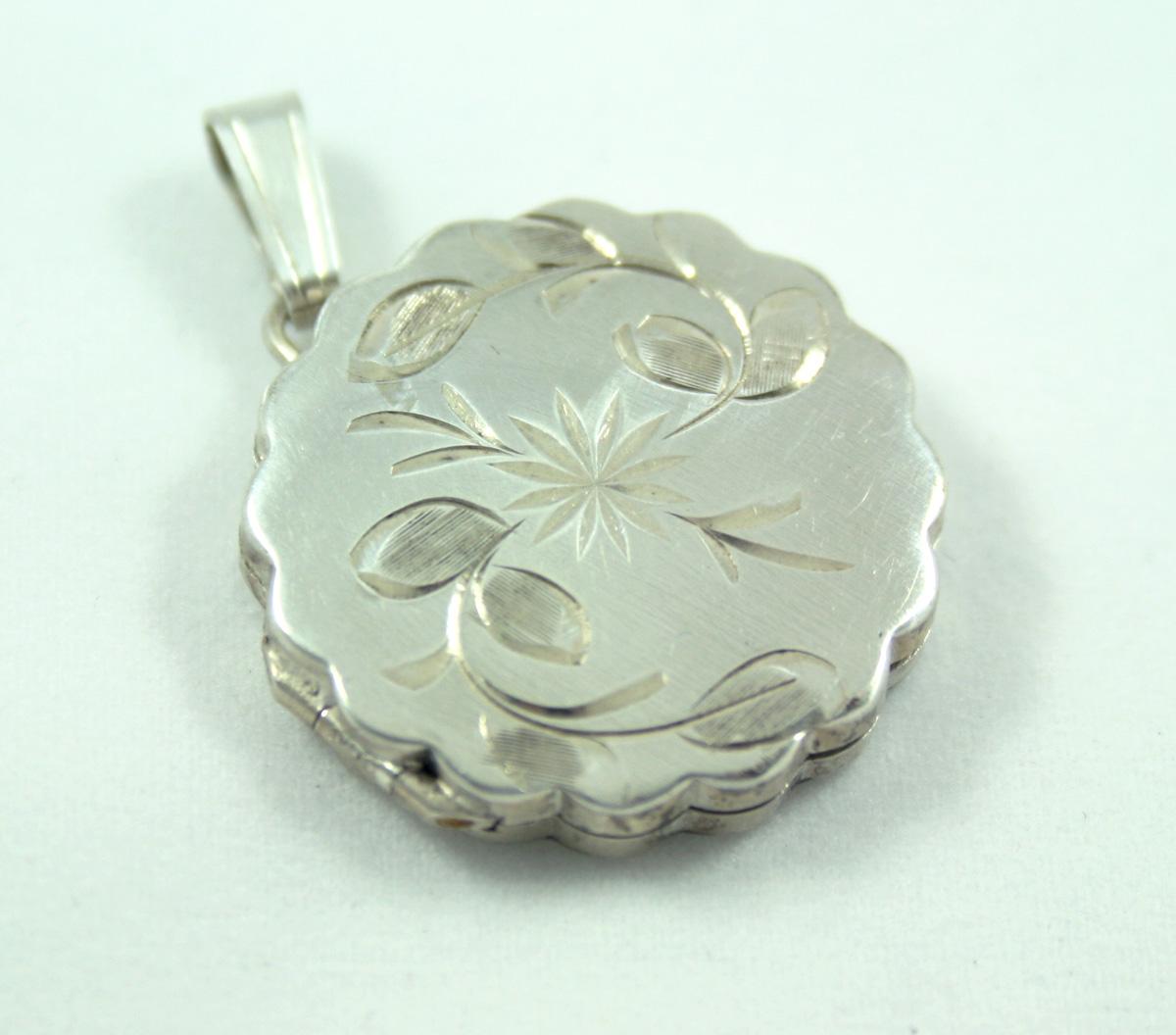 kortingsbon tinten van aliexpress Zilveren medaillon in bloemvorm {vintage}