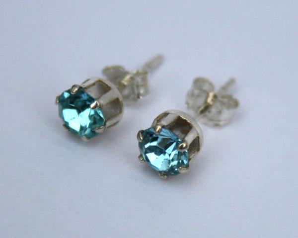 vintage oorbellen met blauwe steen
