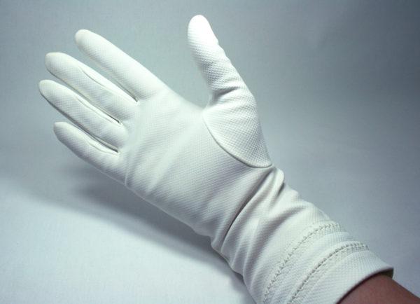 Vintage witte handschoenen voor de bruid