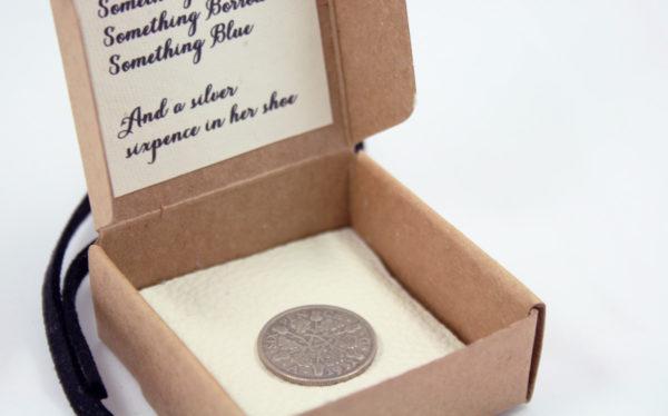 zilveren sixpence voor de bruid
