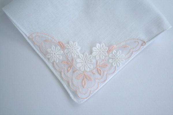 vintage zakdoekje met roze borduursel