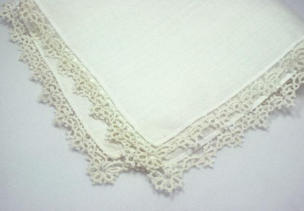 zakdoek met kanten randje voor de bruid