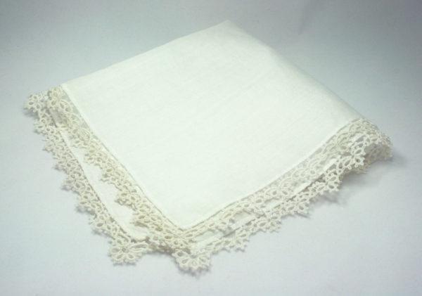 zakdoek met kanten randje, something old voor de bruid