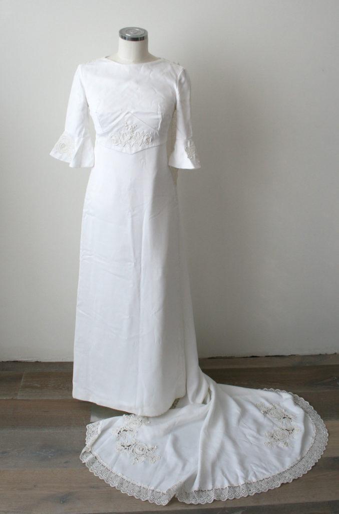 jaren 70 trouwjurk met sleepje