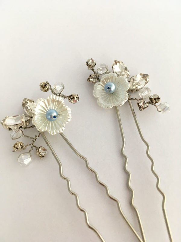 bruidsaccessoire: haarspelden met something blue