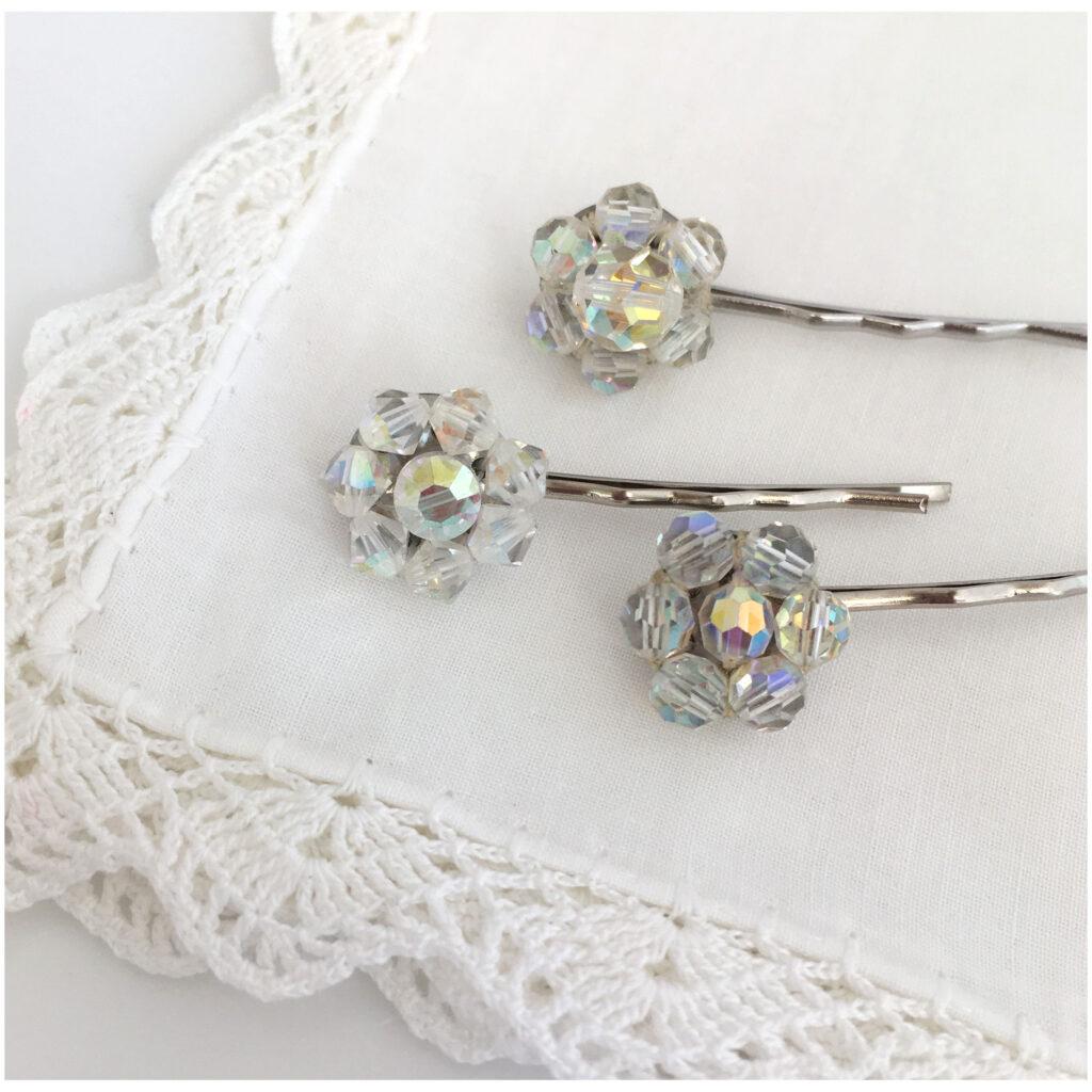 Haarspelden voor de bruid, gemaakt van vintage Aurora Borealis sieraden