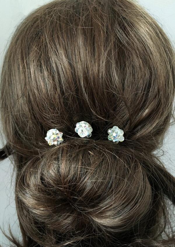Aurora Borealis, vintage oorbellen worden haarspelden voor de bruid