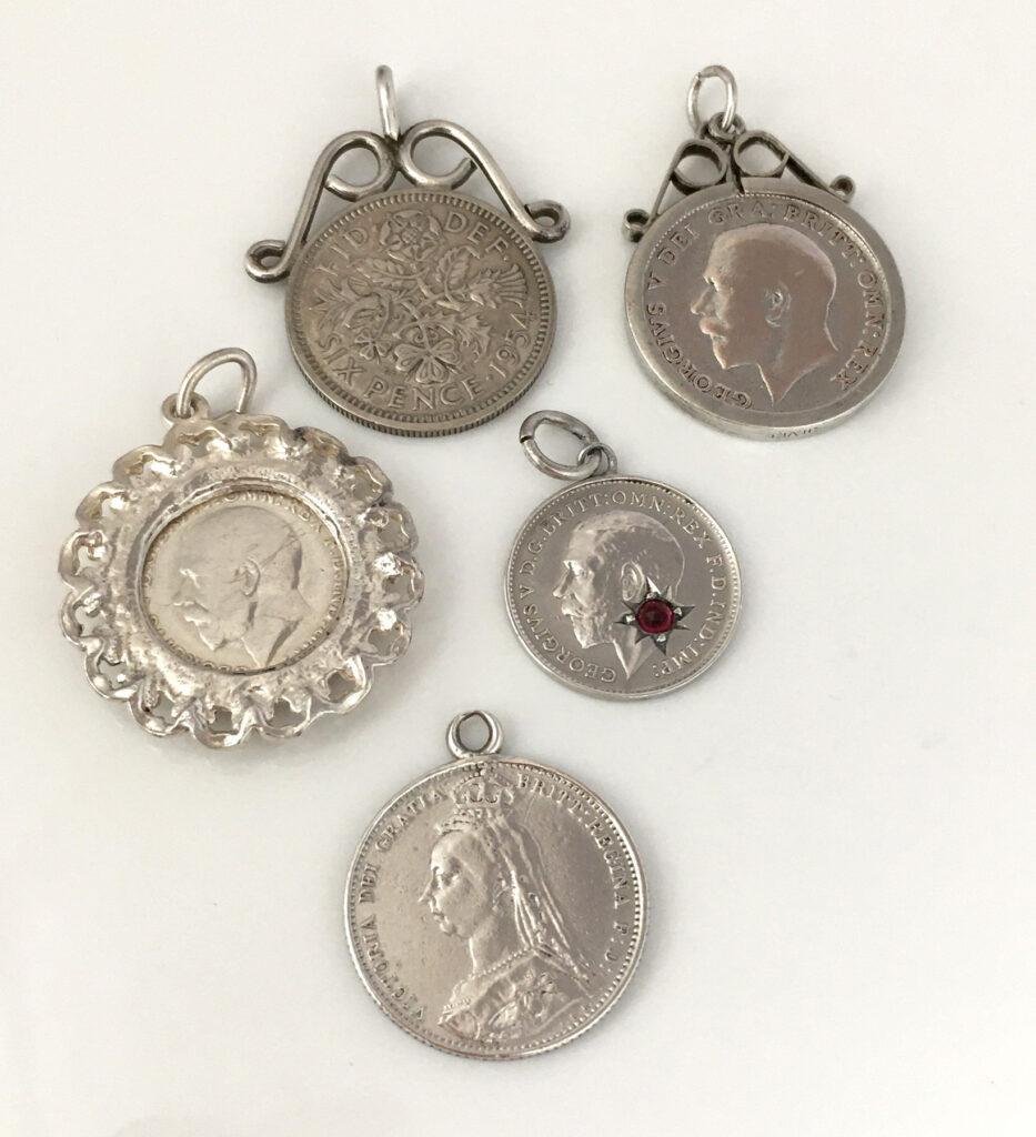 Oude zilveren muntjes voor de bruid