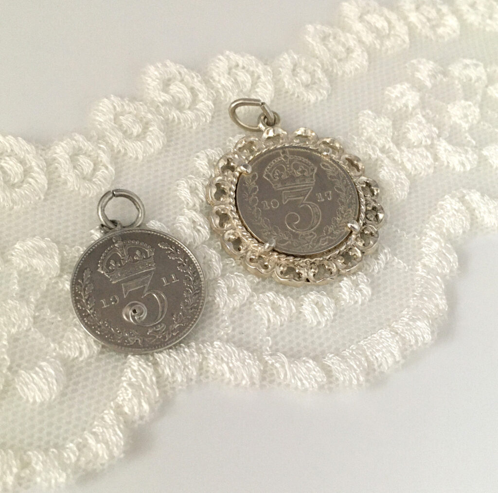 Silver threepence als something old voor de bruid