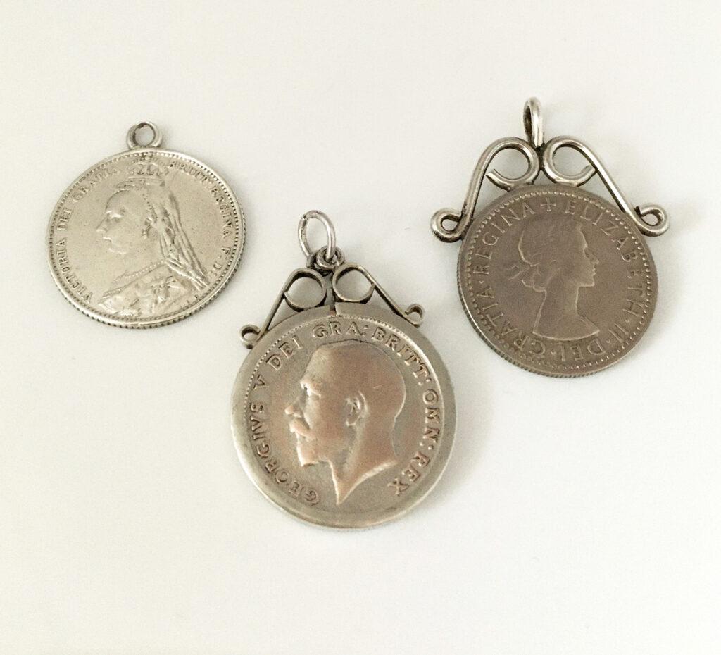 zilveren sixpence hangers, half-zilveren hangers en niet-zilveren hangers