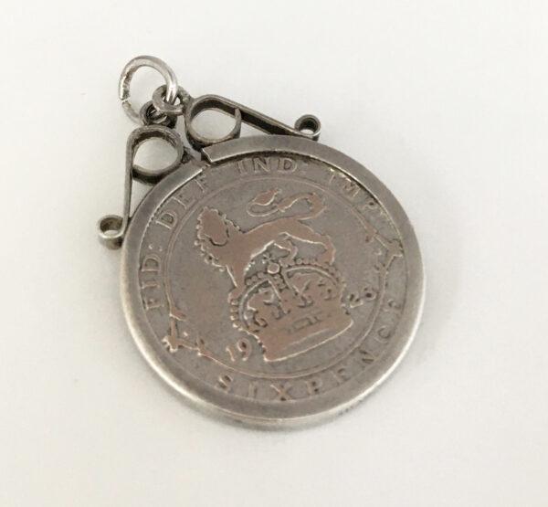 zilveren sixpence hanger