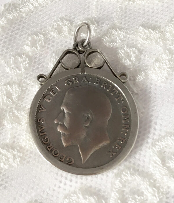 Silver sixpence hanger uit 1923